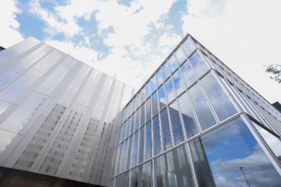 【外装】福岡弁護士会館ステンレスパネル